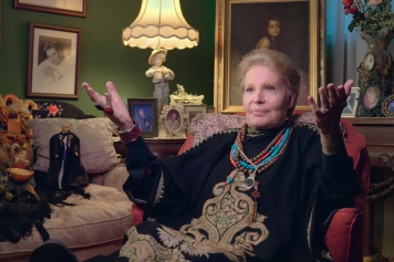 Mucho_Mucho_Amor__The_Legend_of_Walter_Mercado_00_06_34_12_RC
